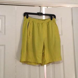 Lululemon men's yellow shorts sz M 56926